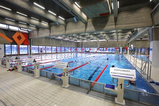Leppävaaran uimahallin saneeraus- ja laajennushankkeessa haluttiin säilyttää vanhan allasosaston avara näkymä lounaaseen. (Kuva: Seppo Haavisto)