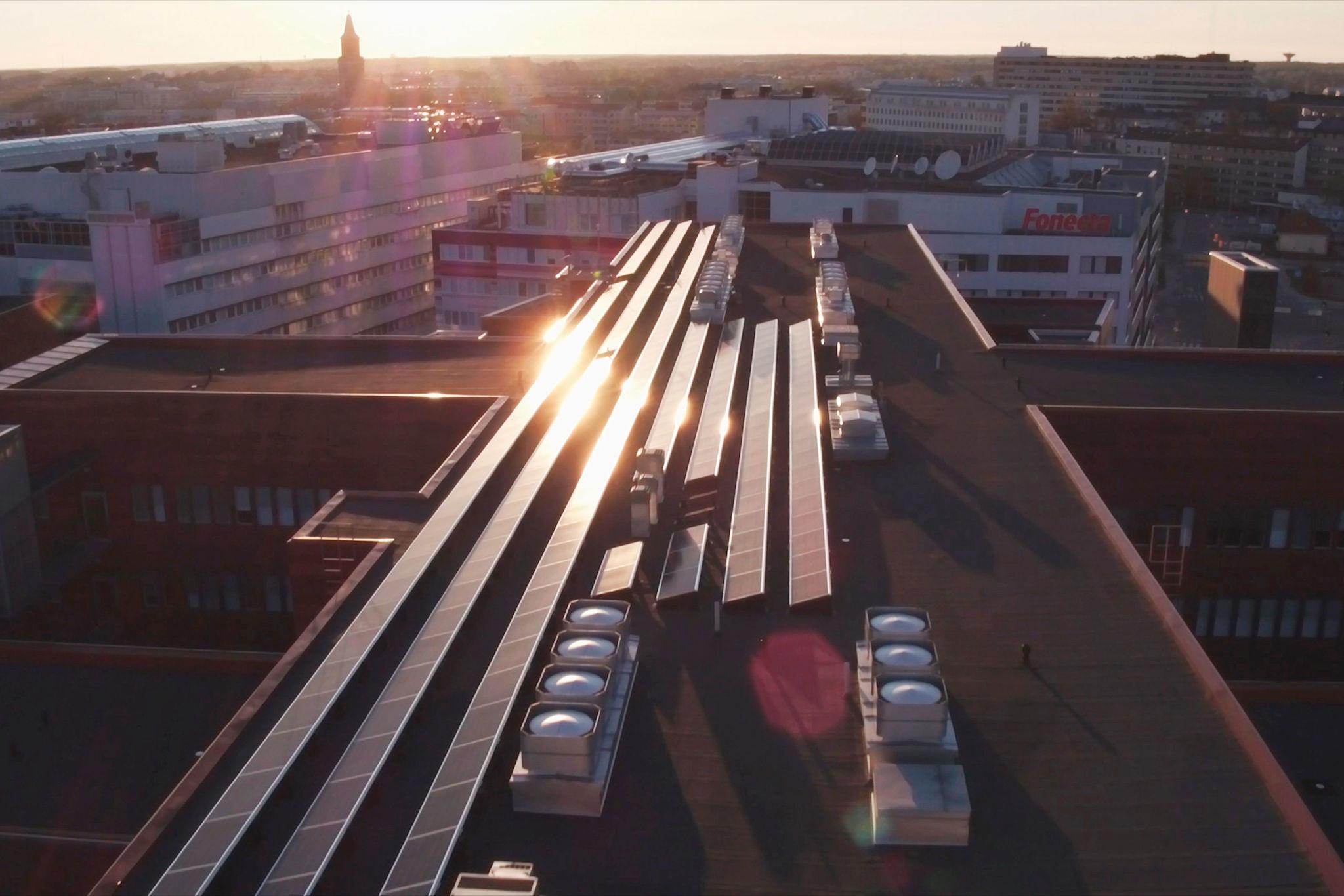 Turun Kupittaan Teknologiakiinteistöjen katolle asennetaan 100 aurinkopaneelia lisää.