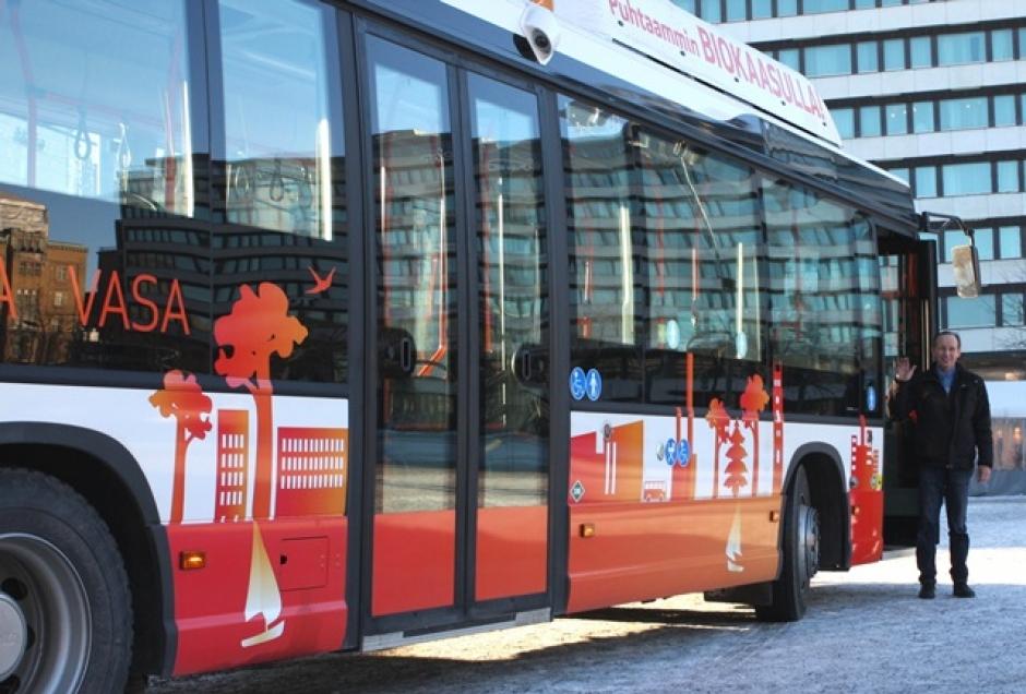 Biokaasubussit korvaavat Vaasassa 280 000 litran edestä dieselpolttoainetta.