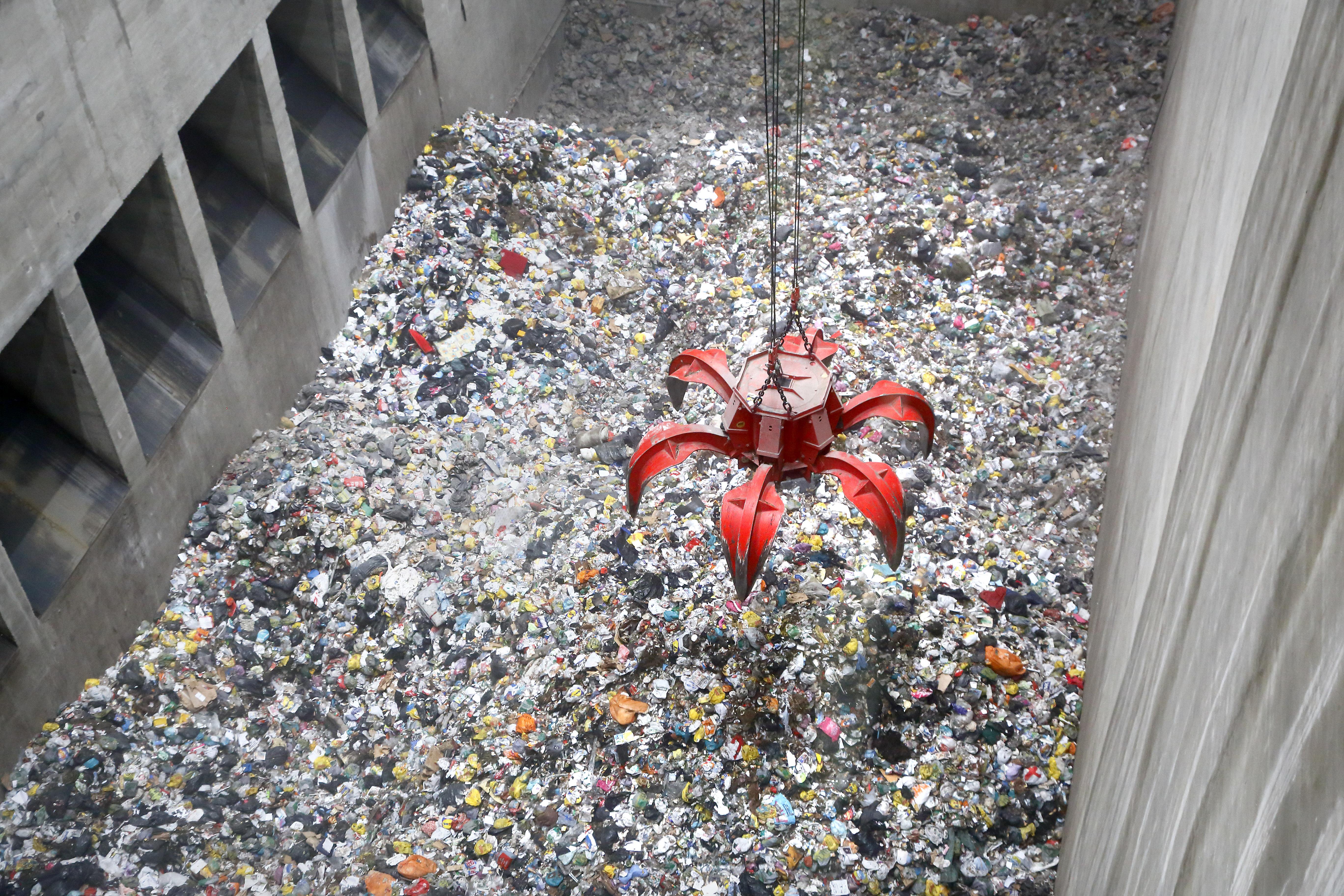 Orgaaninen jäte on merkittävä osa jätteenpolton materiaalista. Kuva vantaan energian jätevoimalasta.