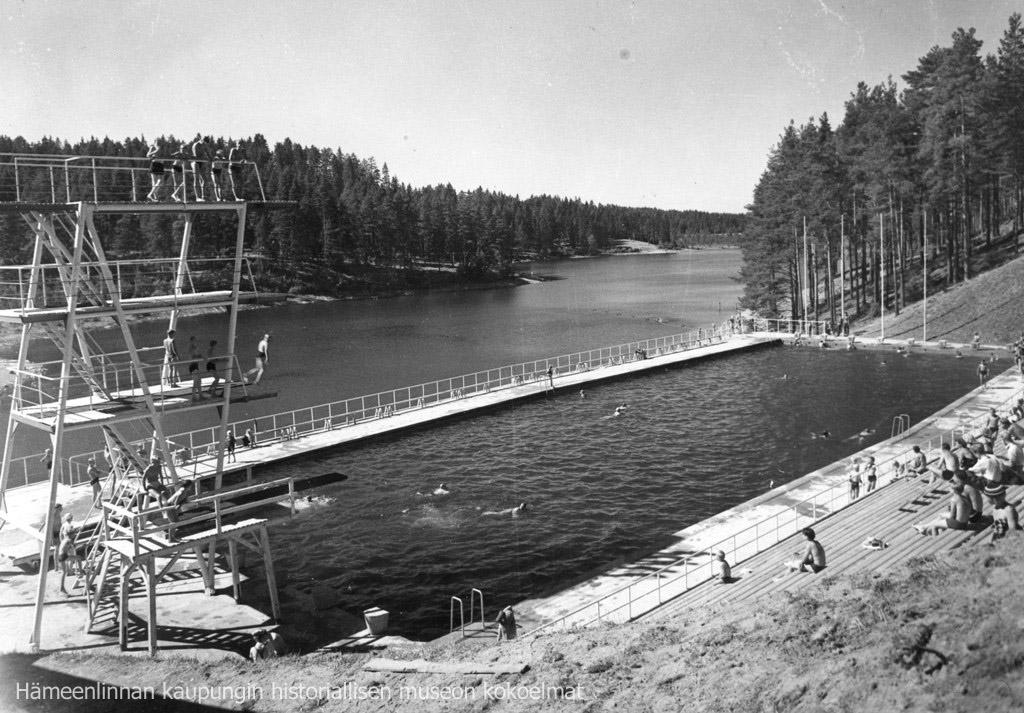 Ahveniston maauimala rakennettiin vuoden 1952 olympialaisia varten. Alueella kilpailtiin viisiottelussa. (Kuva: Hämeenlinnan kaupunki)