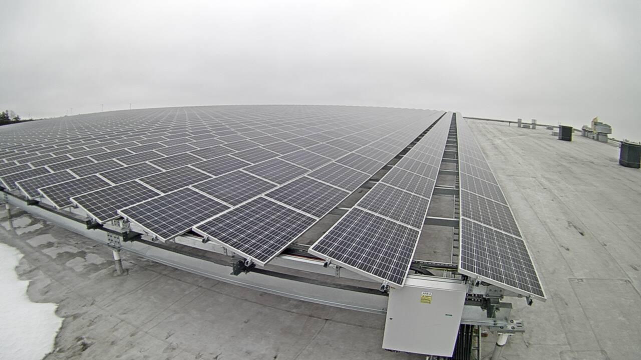 Helsingin energiayhtiö Helenillä on suuri aurinkovoimala Kivikossa. (Kuva: Helen Oy)