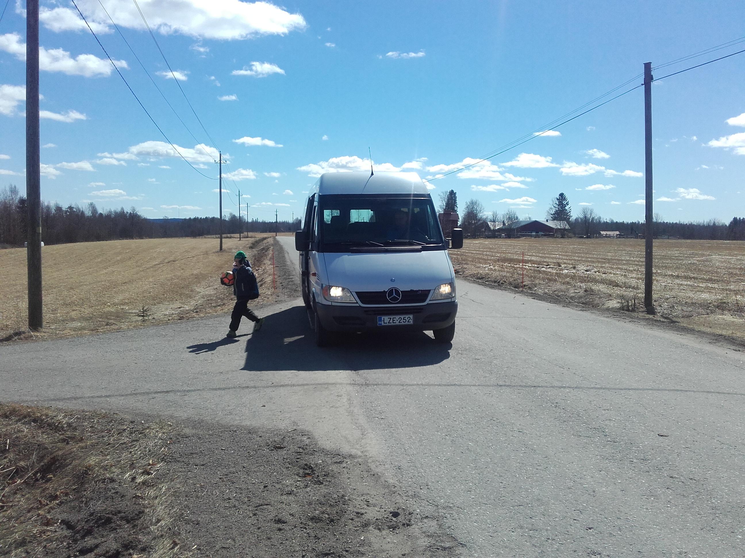 KHO ratkaisi koulukuljetushankinnan Juuan kunnan eduksi. Kuvan koulubussi ei liity Juuan tapaukseen. (kuva: Jorma Ylönen)