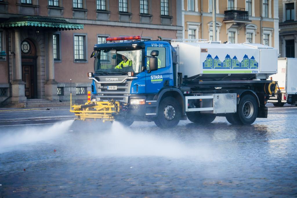 Helsingin kaupungin hyötyajoneuvot ja HSL:n tilaama bussiliikenne siirtyvät käyttämään vain uusiutuvia polttoaineita vuoteen 2020 mennessä. (Kuva: Veikko Somerpuro)
