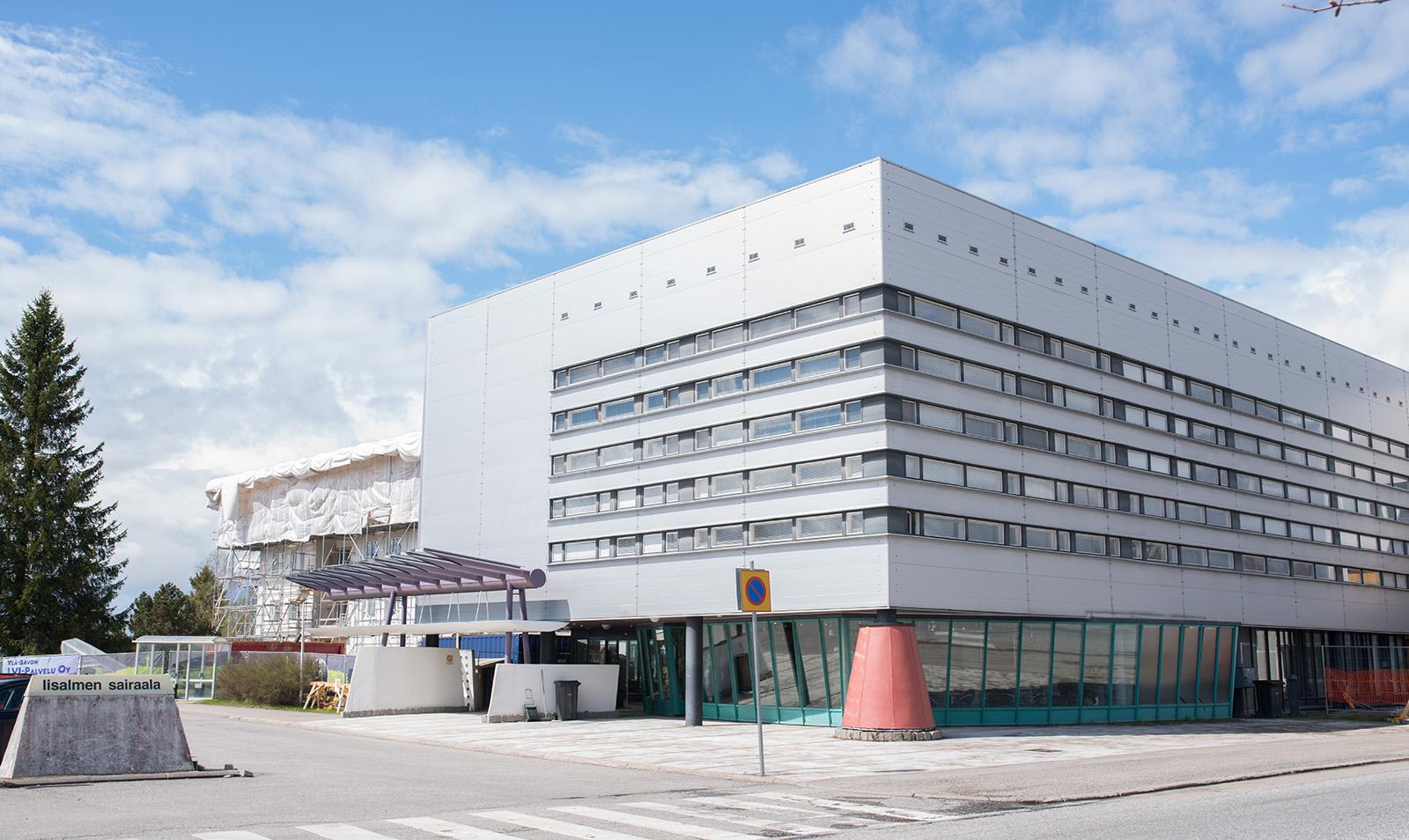Energiatehokkuuteen panostaminen on tuonut pelkästään Iisalmen sairaalassa noin 30 000 euron vuotuisen säästön energiakuluissa, sairaalateknisen huollon esimies Veikko Honkanen arvioi. (Kuva: Ylä-Savon SOTE)