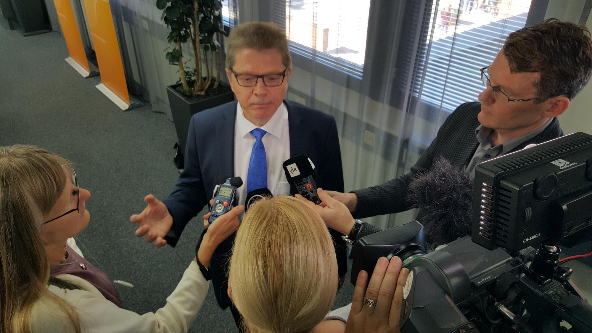 Kuntatyönantajien Markku Jalonen ei innostu palkankorotuspuheista tulevan liittokierroksen alla. (Kuva: Ville Miettinen)