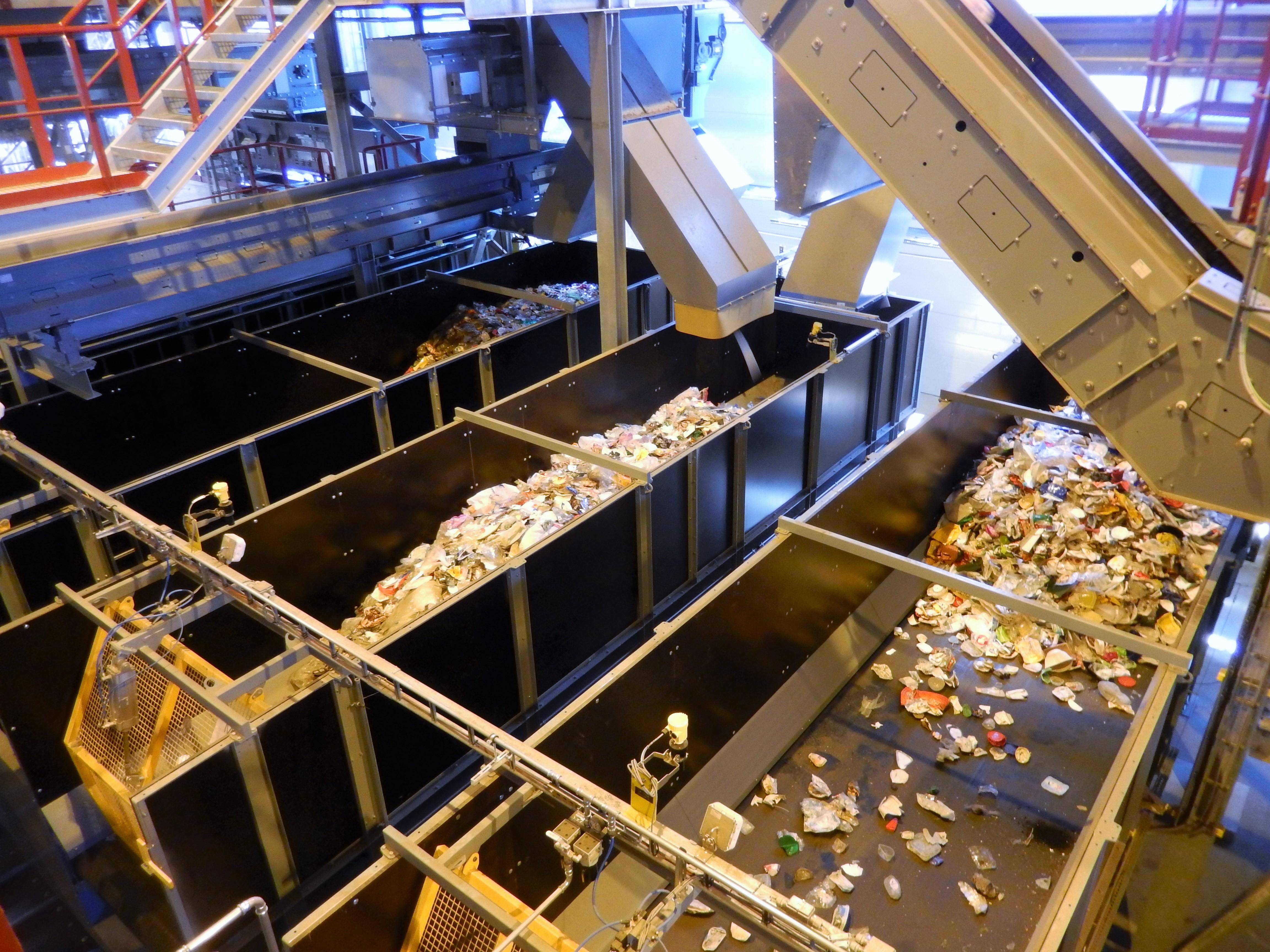 HSY:n keräämä muovijäte päätyy Fortumin muovijalostuslaitokselle Riihimäelle. (Kuva: Markku Vento)