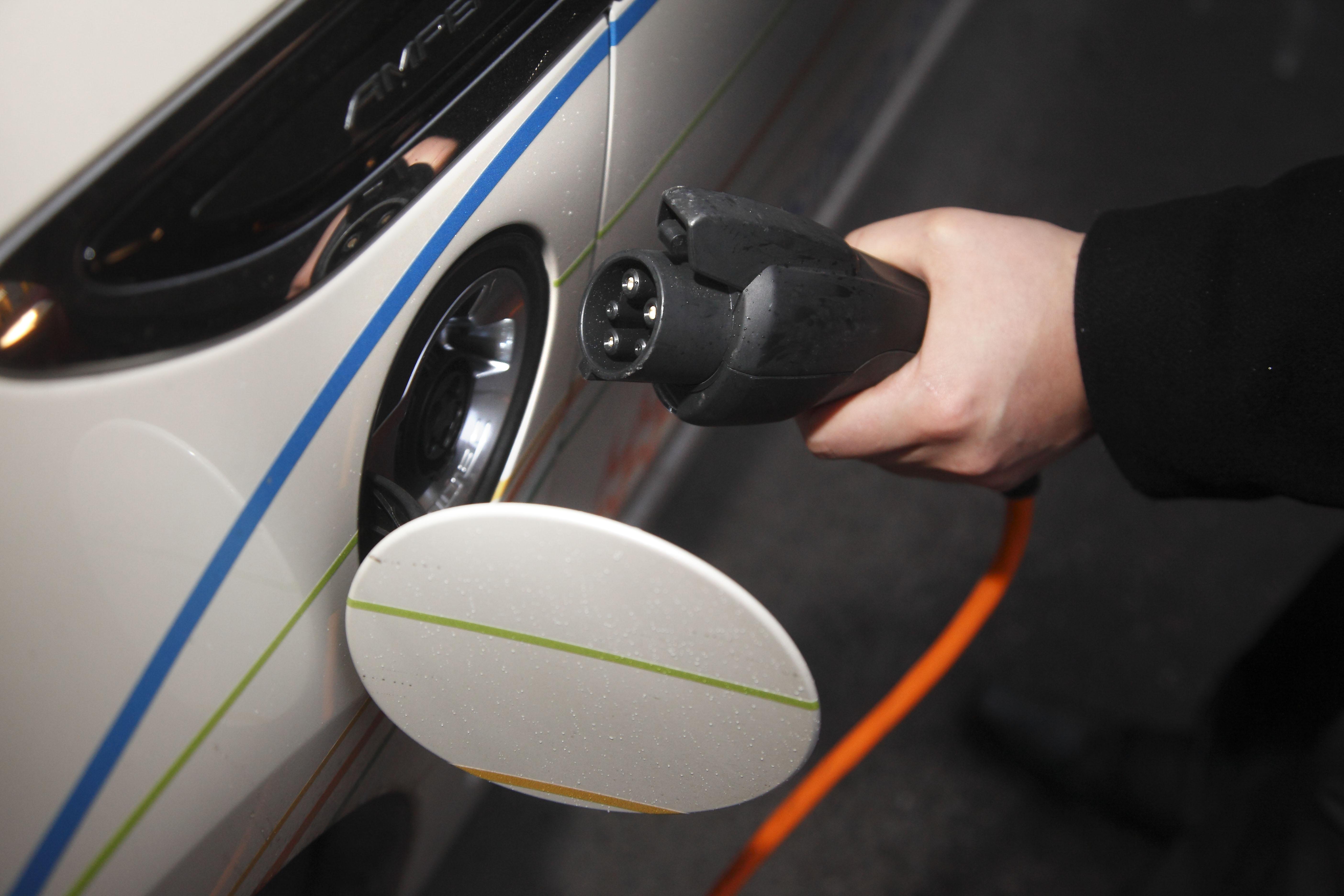 Tampereen kaupungin sähköautojen lataaminen muuttuu maksulliseksi -  pysäköinti latauksen aikana on maksutonta. c37b059719
