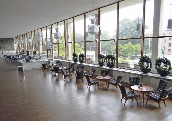 Arkkitehtikilpailun Malmön uudesta kaupunginteatterista voitti Sigurd Lewerentz v. 1933. Suunnitteluun otettiin sittemmin mukaan kaksi muuta palkittua, Erik Lallerstedt ja David Helldén. Rakennus vihittiin käyttöön v. 1944 ja tunnetaan nykyään Malmön Oopperana. Interiööriltään rakennus edustaa kansankodin hienoimpia saavutuksia.