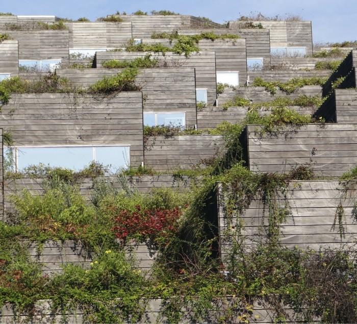 Bjarke Ingelsin läpimurtotöitä oli taannoin Maailman Arkkitehtuurimessuilla parhaaksi asuinrakennukseksi rankattu VM Bjerget (BIG/Plot, 2008).