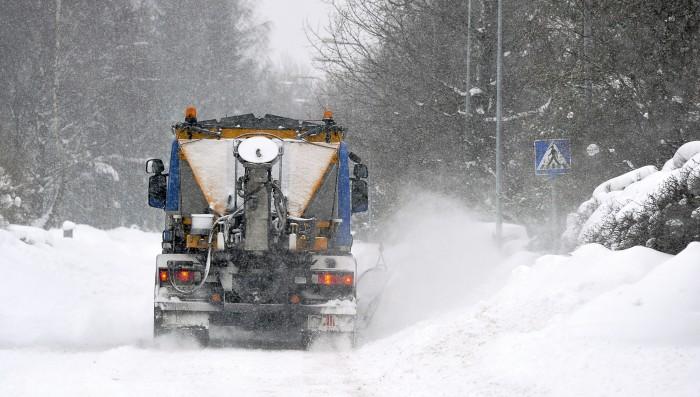 Helsingissä riitti lunta aurattavaksi talvella 2012. Helsingin kaupungin aineistopankki / Vladimir Pohtokari