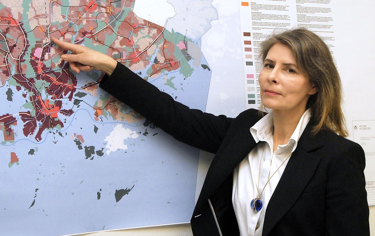 Helsingin yleiskaava-arkkitehti Marja Piimies vakuuttaa, ettei yleiskaavaluonnoksen suurpiirteisyys, jota on tarkoituksella haettu pikseleiden avulla, uhkaa suojelualueita kuten kaupungin alueella sijaitsevia maalinnoituksia.