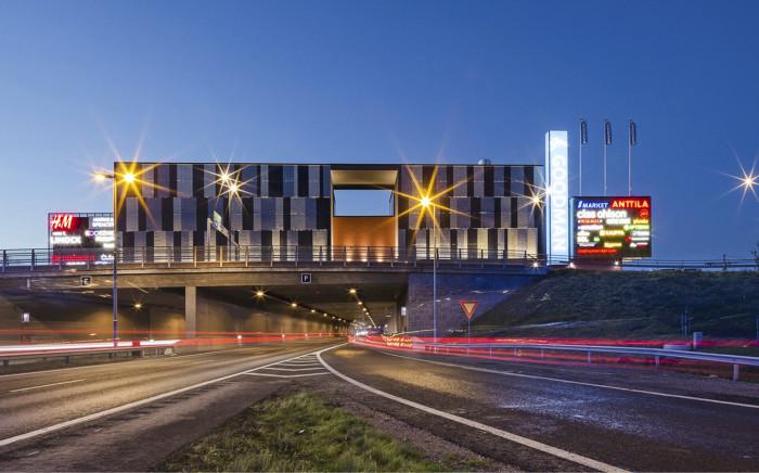 Hämeenlinnan keskustan halkaisevan valtatie 3:n päälle rakennettiin kate muutaman sadan metrin matkalle. Katteen päälle valmistui viime syksynä kauppakeskus Goodman.