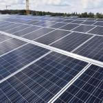 Vuoreksen koulu- ja toimintakeskuksen katolla Tampereella tuotetaan aurinkoenergiaa 400 neliömetrin laajuisella aurinkopanelistolla. Arvioitu vuosituotto on 37000 kWh.
