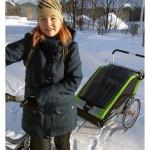 Jemina, 3, on tottunut pyörällä liikkumiseen äitinsä Salla Makkosen kanssa.