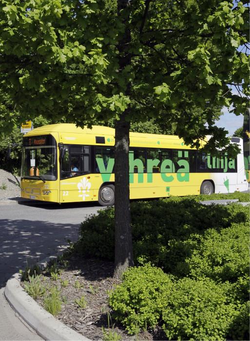 Bussilla liikkuminen tekee hyvää ympäristölle. Joissain perheissä on luovuttu kakkosautosta Föli-liikenteen alettua.