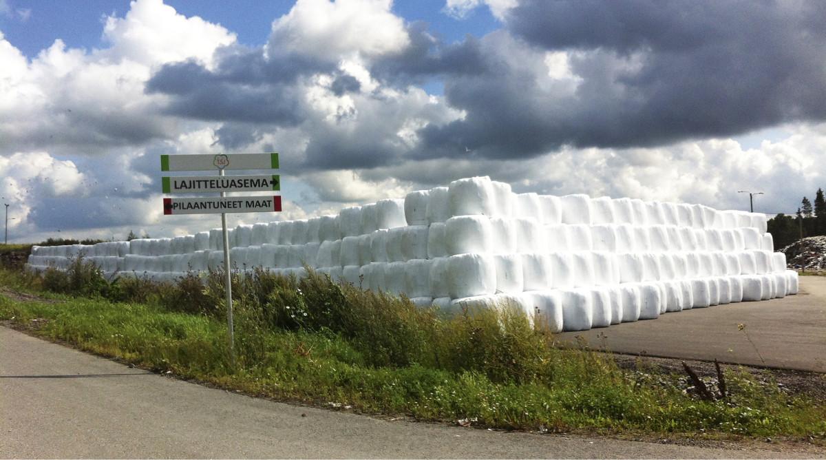Jätepaalit varastossa odottamassa laivalastausta Tallinnaan ja Tukholmaan. Turun seudulla syntyvä polttokelpoinen jäte on hyödynnetty kokonaisuudessaan energiana vuodesta 2011 alkaen. Sillä on vähennetty merkittävästi kasvihuonekaasupäästöjä - sekä välttämällä kaatopaikkakaasun muodostuminen että korvaamalla jätepolttoaineella fossiilisia polttoaineita.