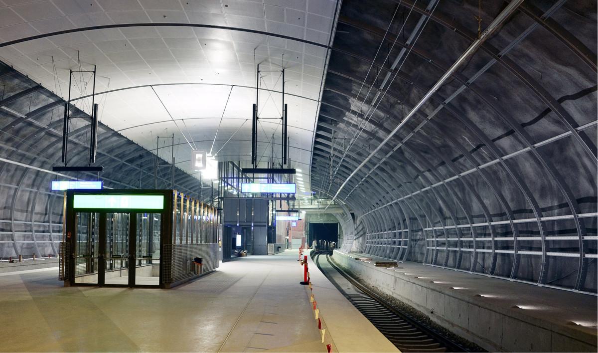 Kehärata asemineen on valmistuessaan esteettömin rataosuus Suomessa. Kuva Aviapoliksen asemalta.
