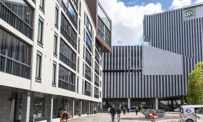 Tikkurilaan rakennetaan parhaillaan uusia asuntoja kaupungintalon ja Dixin väliselle alueelle.