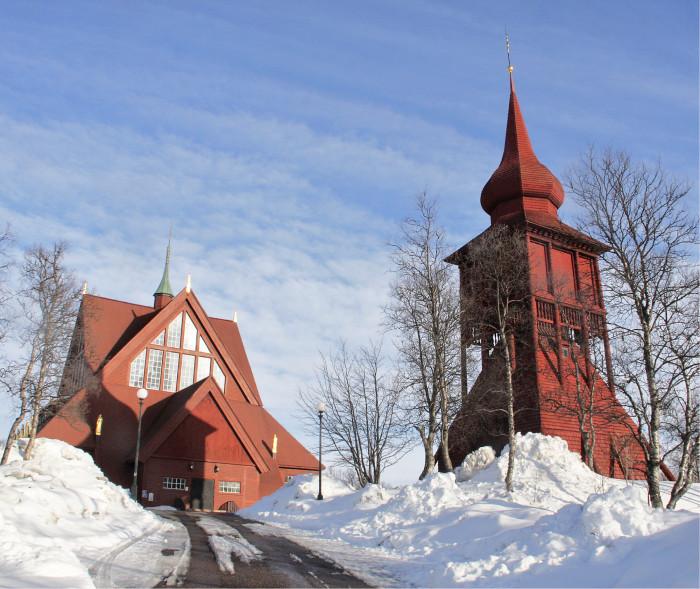 Vuonna 1912 valmistunut Kiirunan kirkko ja viisi vuotta vanhempi kellotapuli puretaan ja rakennetaan uudelleen uuteen keskustaan.