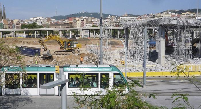 Barcelonassa purettiin eritasoliittymä viihtyisän kaupunkitilan luomiseksi.