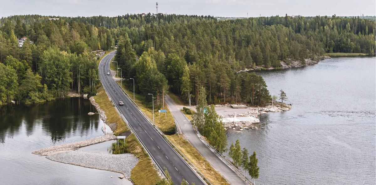 Kivisalmen pumppaamo rakennettiin pengertiehen avattuun kanavaan Lappeenrannan ja Taipalsaaren rajalle. Veden virtauksesta varoittavia kylttejä on yhteensä kuusi pumppaamoalueella ja kaksi vedessä poijuissa. Talviaikaan jään sulatusvaikutus ulottuu Pien-Saimaan puolella satojen metrien päähän pumppaamosta.