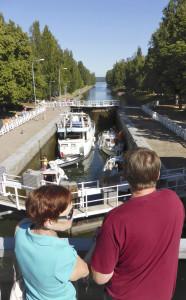 Vääksyn kanava avattiin vuonna 1871 yhdistämään Päijänne ja Vesijärvi.