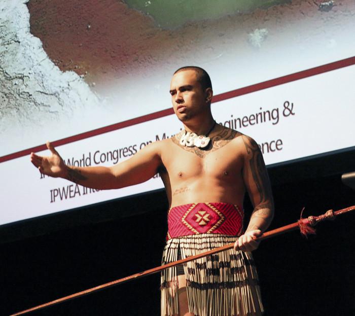 Avajaisten viesti tuotiin yleisölle alkuperäiskansojen tuella.