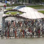Nykyiset pyöräpysäköintipaikat matkakeskuksen lähistöllä ovat kuormitettuja. Matkakeskuksen alle johtavan kevyen liikenteen tunnelin yhteyteen on valmistumassa 200-paikkainen maanalainen pyöräpysäköintialue.