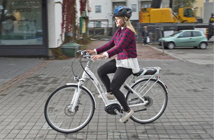 Vilja Turkka kulki sähköpyörällä tallimatkat. Pyörä oli herättänyt ihailua myös kaveripiirissä.
