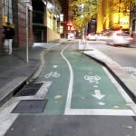 Sydneyn malli erillisestä pääpyörätiestä sivukadulla.