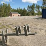 Lemin kunnantaloa ei voi käyttää eikä purkaa. Kuukanniemen koulun tontti on tasattu purkamisen jäljiltä.