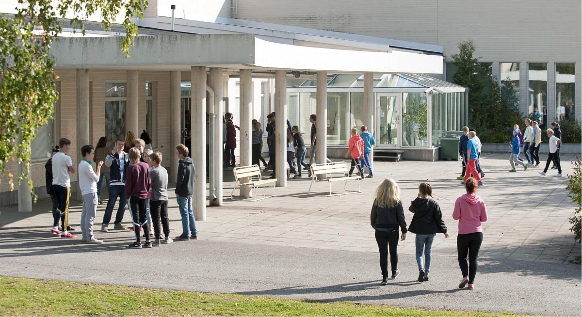 Kuukanniemen homevaurioinen koulu purettiin ja 130 oppilasta mahdutettiin Lemin koulukeskukseen.