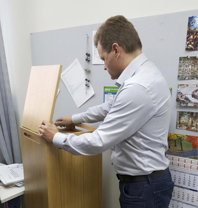Uniqair-ilmanpuhdistimen esisuodattimen vaihto on yksikertainen kahdesti vuodessa tehtävä huoltotoimenpide.