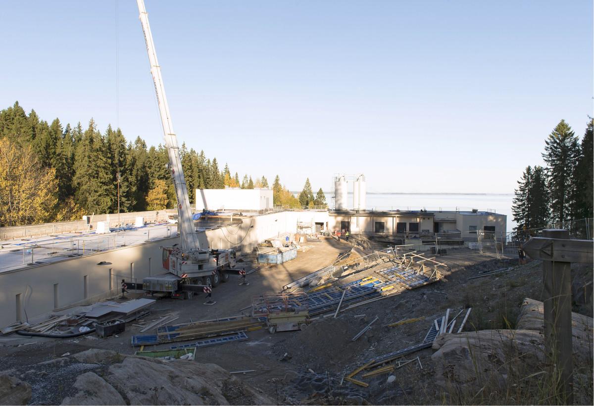 Nyt laajeneva Kaupinojan vedenpuhdistuslaitos on seissyt Näsijärven rannalla 1920-luvulta lähtien.