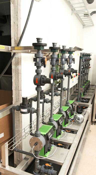 Klooridioksidin annostelupumppuja verkostoon pumpattavan veden desinfioimiseksi.