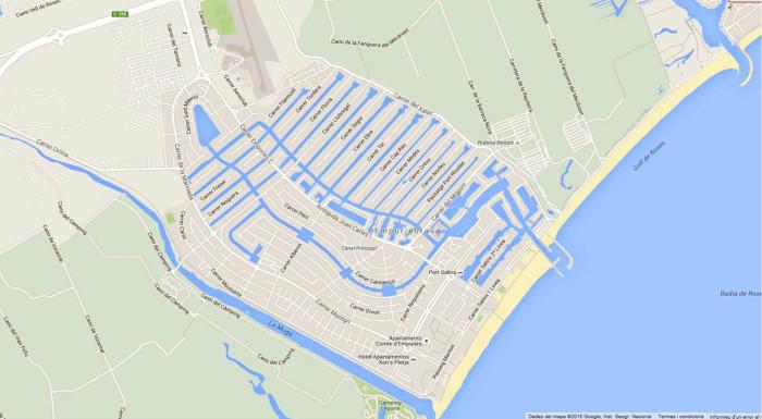 Alueen kartta, lentokenttä kuvan ylälaidassa.
