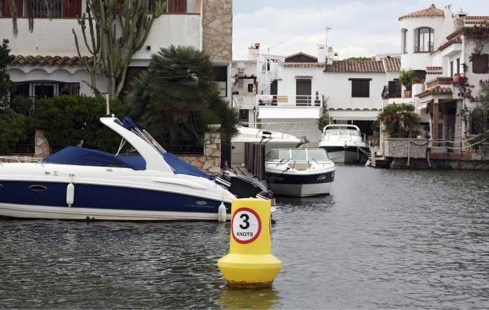 Euroopan Miamissa, kanaaliyhdyskunta Empuriabravassa, vesi ja veneet ovat läsnä kaikkialla.