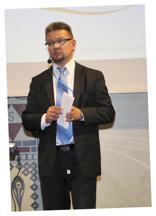 Sosiaali- ja terveysministeriön johtaja Jari Keinänen kiitti KPM:ää pitkään jatkuneesta hyvästä yhteistyöstä.