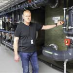 − Vedenkäsittelylaitteisto mahtui vanhoihin tiloihin, hallimestari Arto Järvinen kertoo.