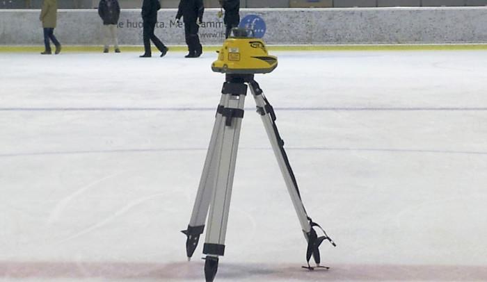 Lasermittauksella saadaan luotettava tieto jään suoruudesta.