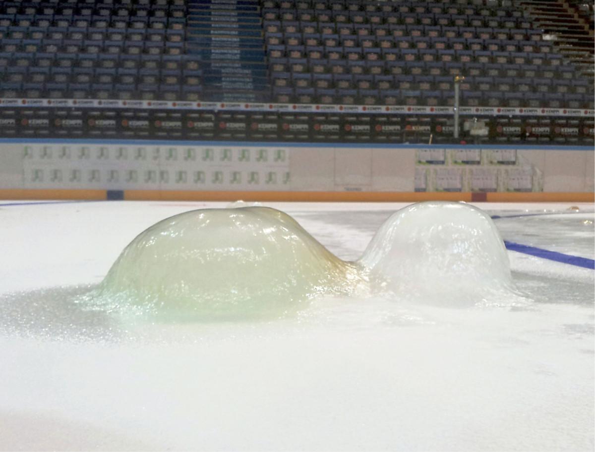 Kun keskittyy jäähallissa ilman lämpötilan ja suhteellisen kosteuden hallintaan, jäävät ikävät patit jäälle tulematta.