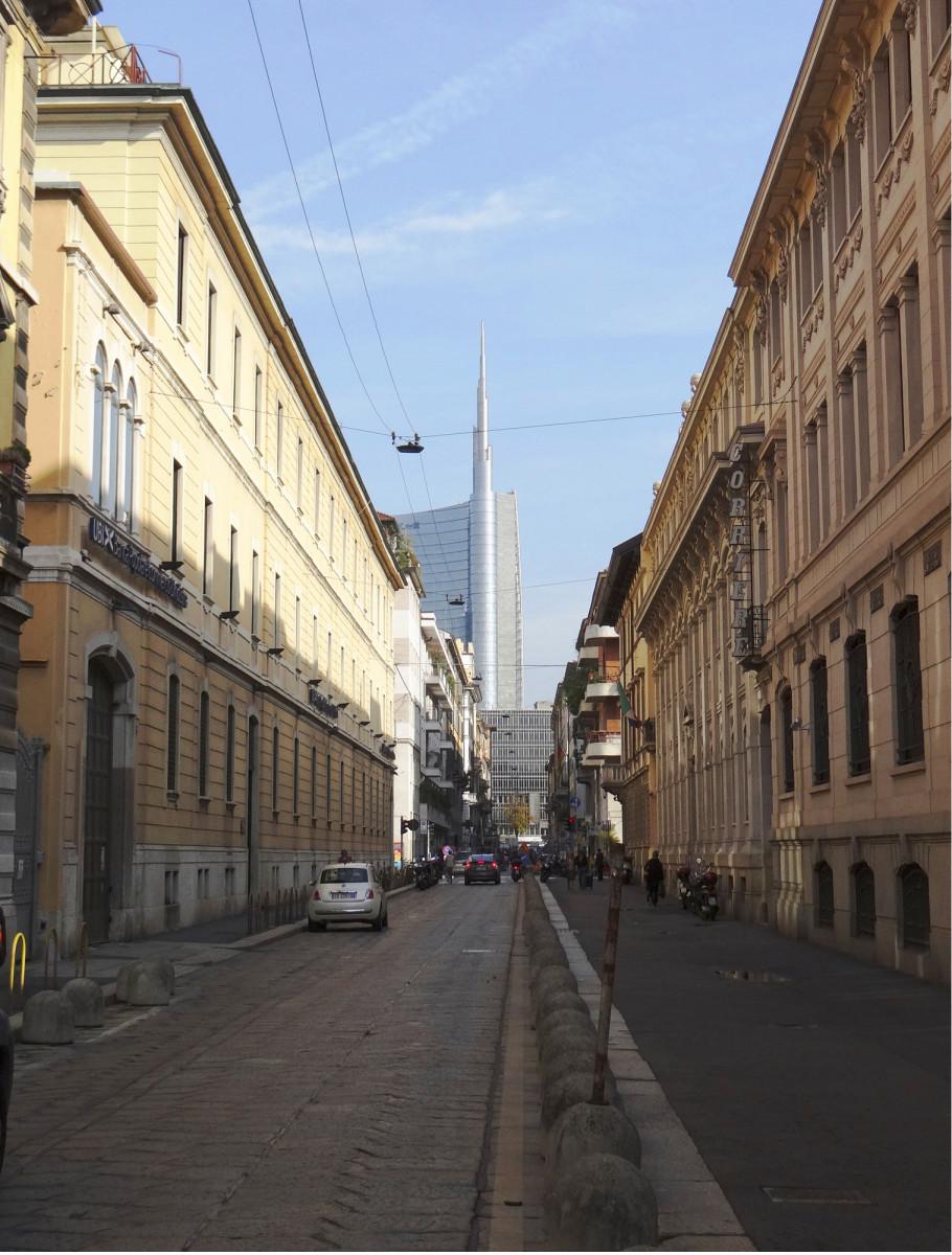 Unicreditin pääkonttorin 219 metrinen torni (Pelli Clarke Pelli Architects) kilpaili valmistuessaan (2013) Italian korkeimman rakennuksen statuksesta. Tornista on tullut yksi Milanon uusia maamerkkejä.