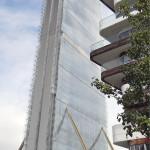 """CityLife-alue rakentuu entiselle Milanon messualueelle. Arata Isozakin """"Il Dritto"""" on hiljattain valmistunut. Korkeutta on 247 metriä. Naapurina on Zaha Hadidin ja Marco Pivan ylellinen aidattu asuinkortteli (2013)."""