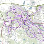 Linköpingin kävely- ja pyöräväylien laaja priorisoidun talvihoidon verkko näkyy kartassa violetilla värillä. Kuva: Linköping stad