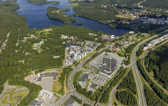 Ilmakuva Kuopion Savilahden alueesta ympäristöineen. Hankealue ylhäällä keskellä. Kuva: Hannu Vallas