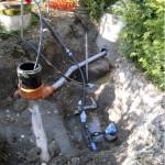 Saneeraus edellyttää usein luovia ratkaisuja. Väliaikainen vesihuolto pintaverkon avulla mahdollistaa töiden tekemisen ilman merkittäviä vesikatkoksia. Pakkanen ei kuitenkaan ole suotavaa.