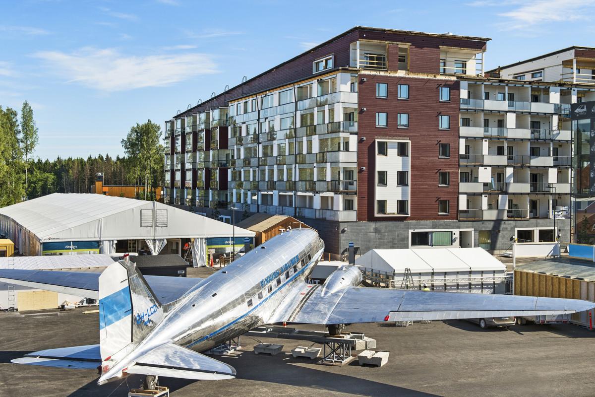 Vantaan asuntomessualueelle  kesällä 2015 valmistunut Euroopan suurin puukerrostalo Puumera rakennettiin sääsuojan alla. Kuva: Antero Tenhunen