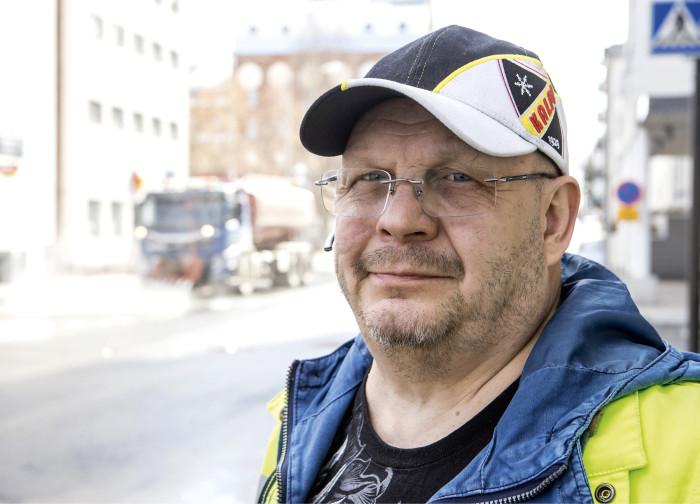 − Sunnuntaina aamuneljältä aloitettiin ja iltakahdeksalta homma oli ohi, Mestarin työnjohtaja Hannu Koponen kertoo.