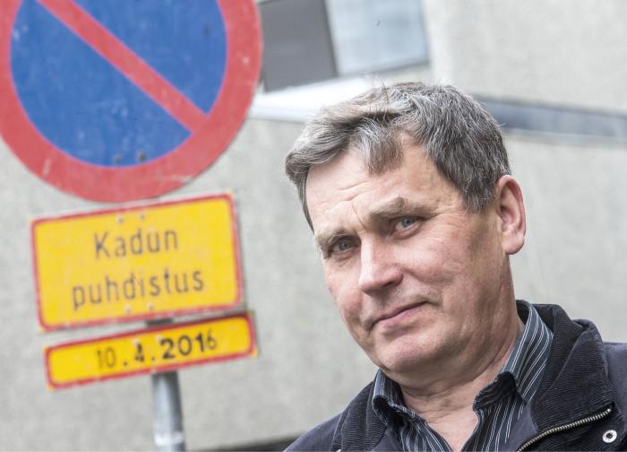 − Todella vähän on tullut negatiivista palautetta. Liikkeet ja kaupunkilaiset oikein odottavat, milloin kadun putsataan, kunnosapitopäällikkö Juho Pelkonen kertoo.